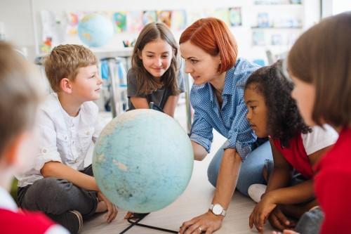 eda_schoolteacher_globe